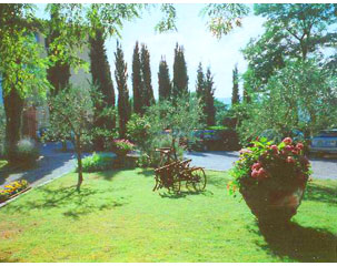 Tuscan Workshops villa grounds